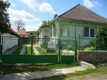 Cabană Mándok, Casa de oaspeți Éva