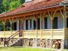 Cazare Sânzieni, Casa de vânătoare Dobrica