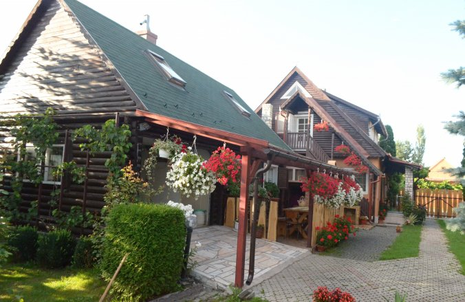 Hajnalka Guesthouse Suseni