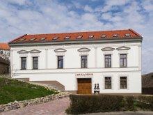 Casă de oaspeți Ungaria, Casa de oaspeți Brigadéros