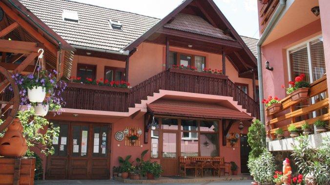 Sziklakert Guesthouse Corund
