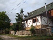 Nyaraló Szamosújvár (Gherla), Liniștită Ház