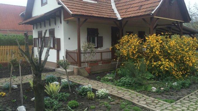 Szűcs Guesthouse Tiszanána