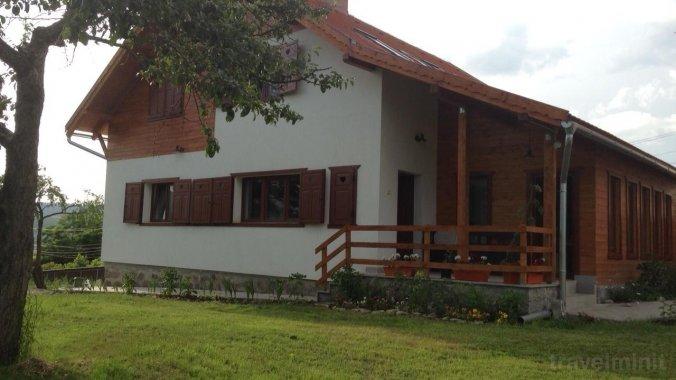 Eszter Guesthouse Sâncrăieni
