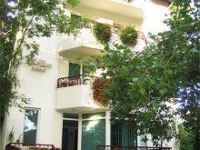 Villa Olimp, Elena Vila