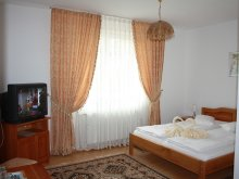 Accommodation Cuptoare (Cornea), Claudiu B&B