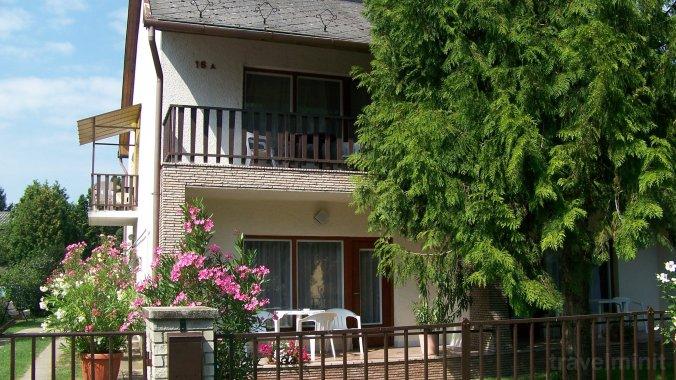 Gyöngyi Guesthouse Balatonföldvár