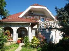 Cazare Mocsa, Casa de oaspeți Samu