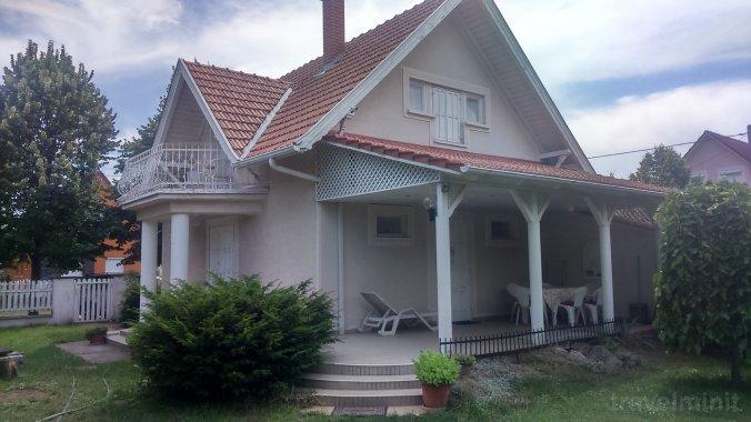Kövirózsa Guesthouse Kiskunmajsa