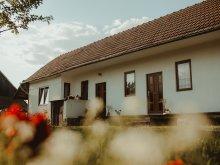 Cazare Susenii Bârgăului, Casa de oaspeti Leánylak