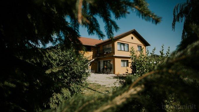 Erika Guesthouse Lăzarea