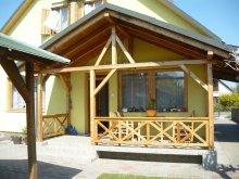 Nyaraló Ságvár, Balatoni 6-12 fős nyaralóház szép udvarral (BO-44)