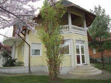 Apartman Balatoncsicsó, BO-52: Szépen berendezett nyaraló 4 főre gyermekbarát udvarral