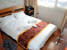 Hotel Valea Teilor, Hotel Plutitor Splendid
