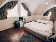 Accommodation Zetea, Elemózsia Bistro & B&B