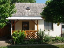 Nyaraló Orci, BO-76: Önálló kisház 2 főre Balatonbogláron 800 méterre a strandtól