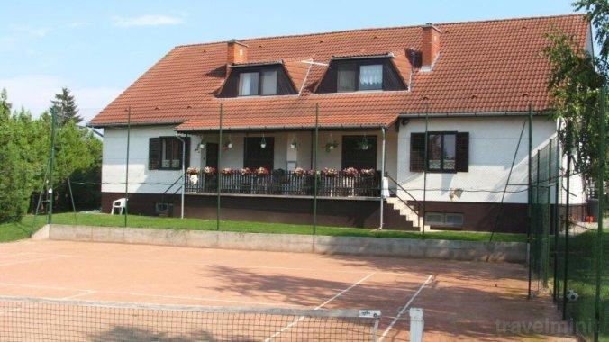 Tennis Guesthouse 2 Ordacsehi