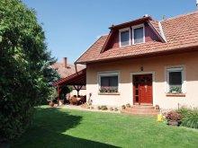 Accommodation Hungary, Erika Apartmenthouse