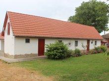 Casă de vacanță Harkány, Casa de vacanță Tranquil Pines - Little Paradise Cottage