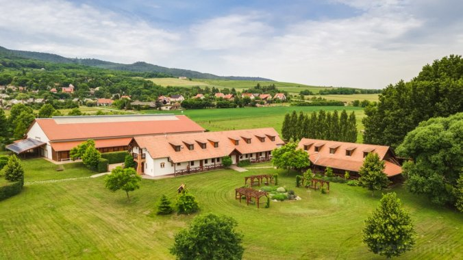Equital Horse Farm and Wellness B&B Nemesvita