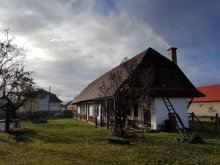 Cabană Tiha Bârgăului, Cabana Szárhegyi Pihenőhely