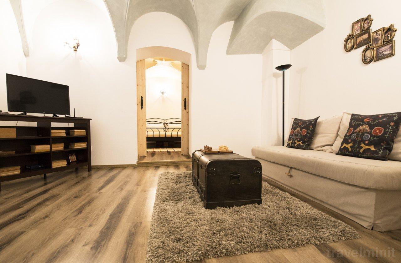 Gothic Apartment Brașov 13