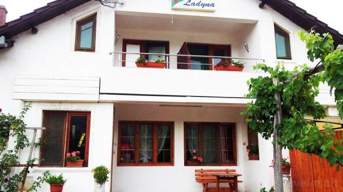 Ladyna Guesthouse Sebiș