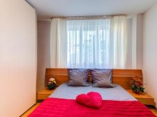 Accommodation Cut, Iza's Apart