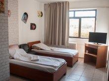 Pachet Hălăucești, Hostel Baza 3