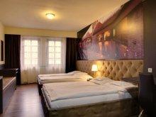 Hotel Mindszent, Hotel Corvin