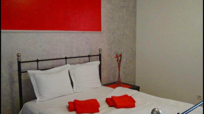 Red & Black Studio Apartment Bucharest