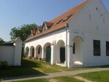 Casă de oaspeți Mosonudvar, Casa de oaspeți Bundás