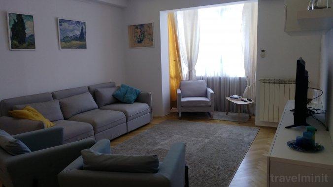 Apartament Black & White București
