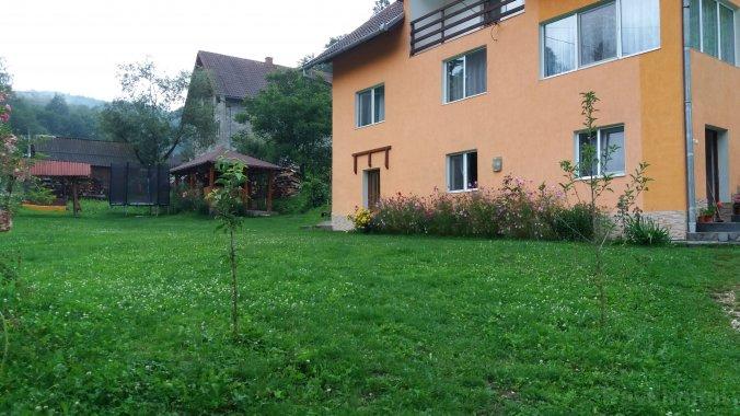 Casa Anca și Nicușor Poiana Mărului