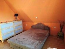 Apartman Orci, Mira Kuckó
