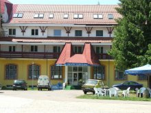 Hotel Nicolae Bălcescu, Hotel Iadolina
