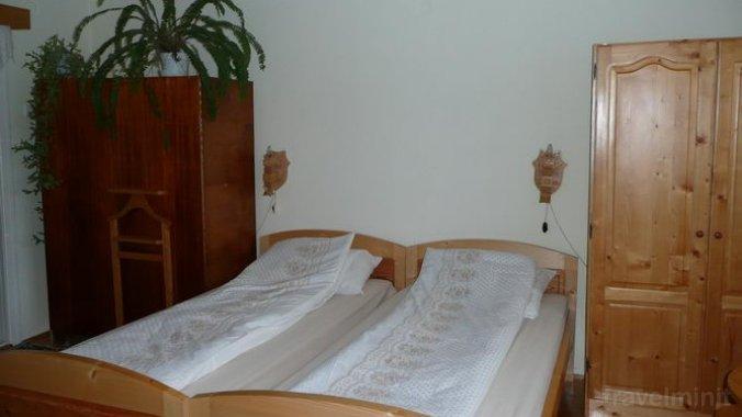 Tünde Guesthouse Sâncraiu