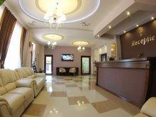 Cazare Ghirbom, Hotel Stefani