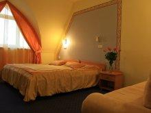 Accommodation 47.446033, 21.400371, Hotel Négy Évszak Superior