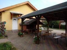 Accommodation Zajk, Napsugár Guesthouse