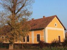 Casă de oaspeți Csabaszabadi, Casa de oaspeți Peregi