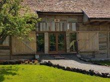 Cabană Magheruș Băi, Casa Lupilor