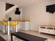 Cazare Corunca, Central Yellow apartment