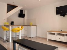 Cazare Curteni, Central Yellow apartment