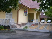 Cazare Látrány, Villa-Gróf