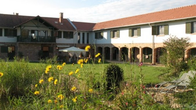 Lovas Zugoly Riding School and Country House Csabdi