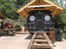 Camping Mezőcsokonya, Egzotikus Kert Óriáshordó Junior Suite