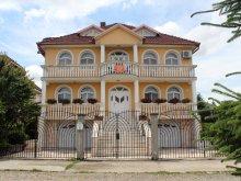 Pensiune Mărăuș, Casa Monica