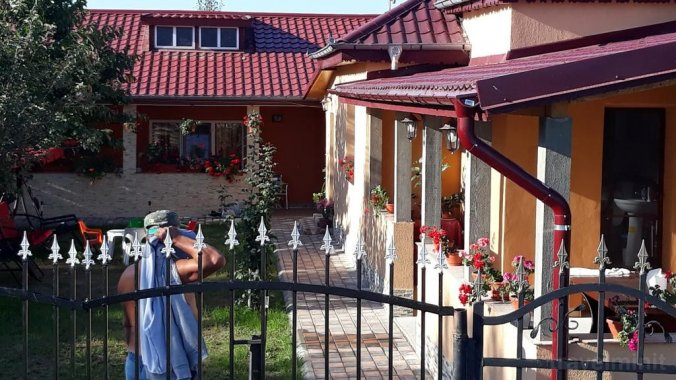 Maioru Guesthouse Partizani