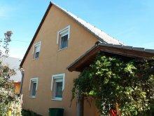 Szállás Balatonlelle, BL-101: Medencés apartman 8 fő részére